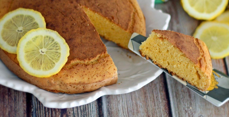 Bolo de milho e limão